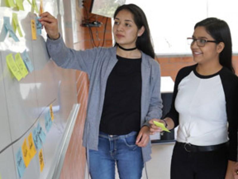 Invita a estudiantes a participar por beca