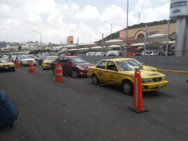 IQT busca convencer a Taxistas de usar taxímetro