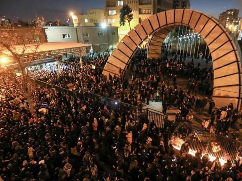Iraníes protestan por derribo de avión