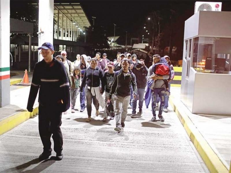 Irrumpen migrantes en frontera México-Guatemala