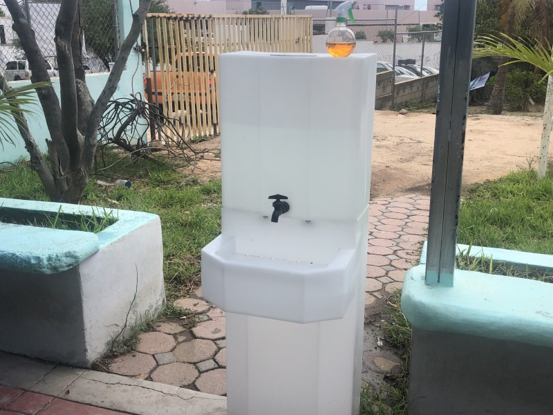 ISIFE realiza instalación de lavamanos en escuelas públicas