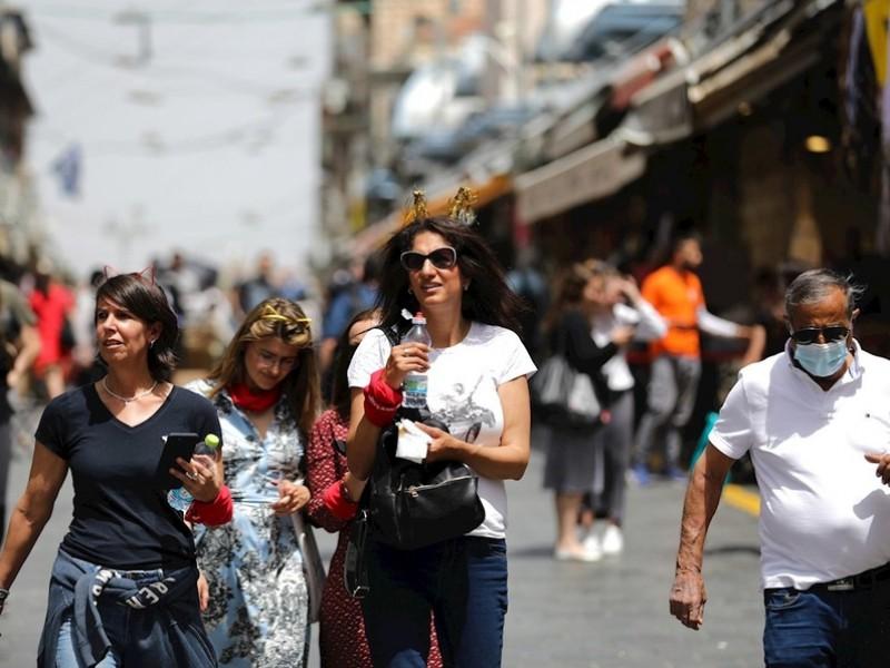 Israel deja de usar cubrebocas en la calle