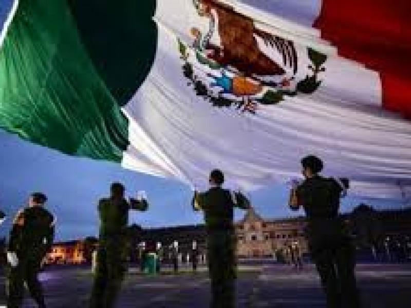 Izamiento bandera en memoria víctima sismos