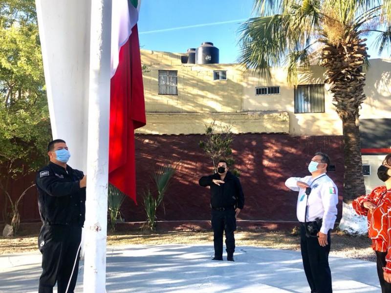 Izan el lábaro patrio por el Día de la Bandera