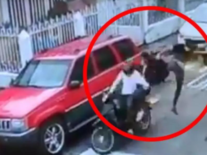 """""""Jackie Chan"""" colombiano: hombre detiene de una patada a motoladrones"""