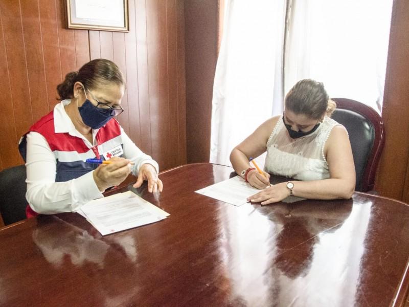 Jalpan firma convenio con Cruz Roja