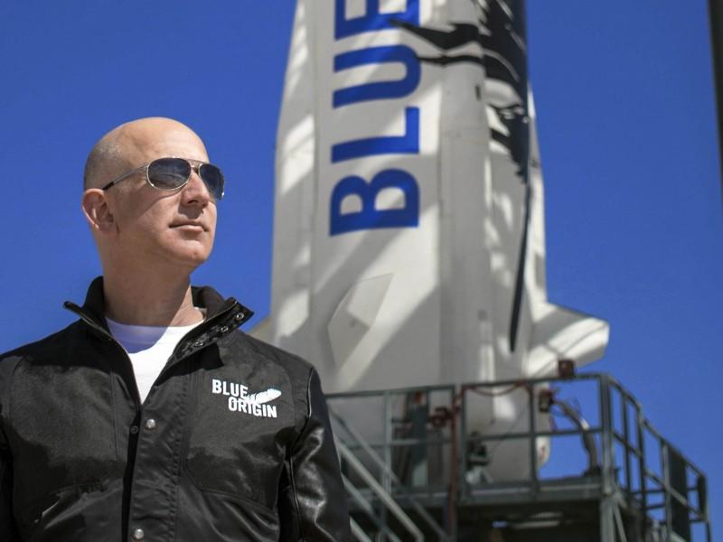 Jeff Bezos, dueño de Amazon, viaja al espacio
