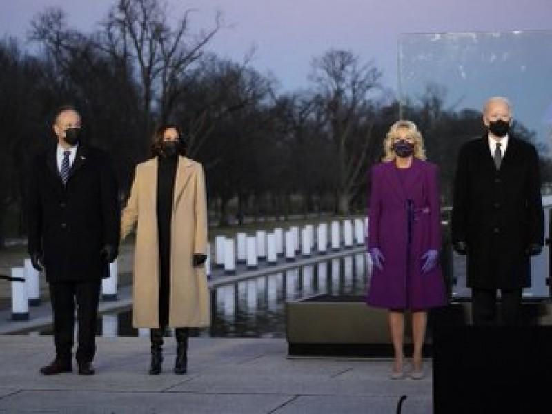 Joe Biden y Kamala rinden homenaje a víctimas de Covid