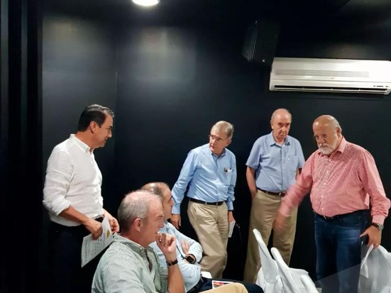 Jorge Martínez se reúne con empresarios y población