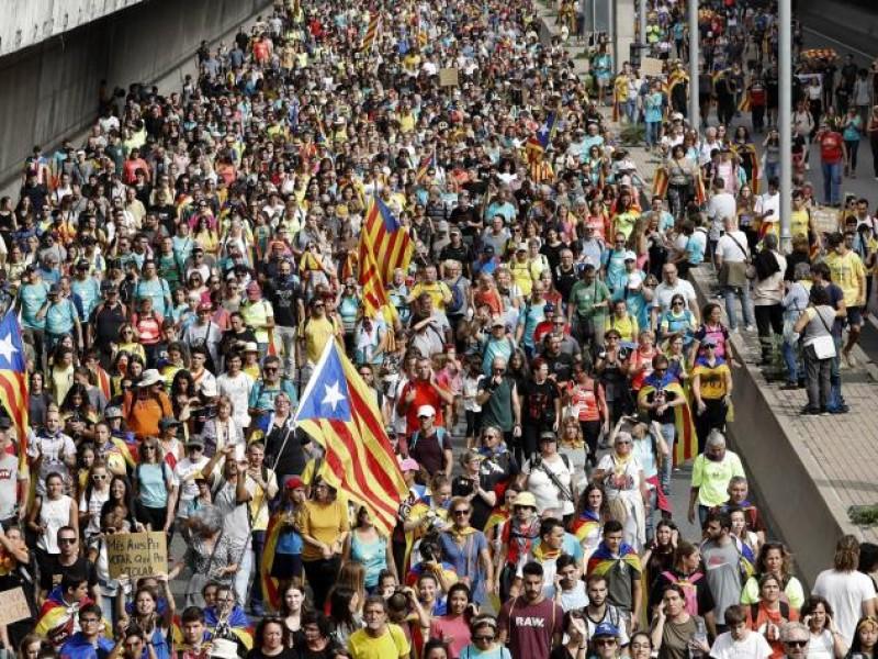 Jornada de protestas en Cataluña reduce su violencia