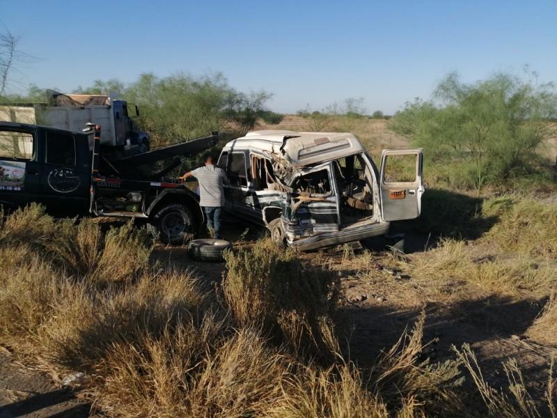 Jornaleros agrícolas resultan lesionados en choque de vehículos