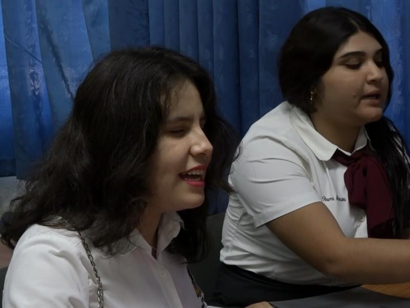 Joven estudiante con discapacidad busca apoyo