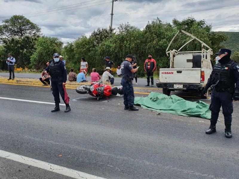 Joven motociclista muere al derrapar sobre la Atlixco-Izúcar de Matamoros