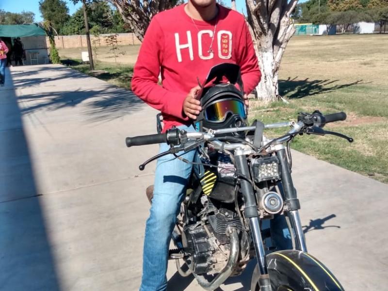 Joven ofrece su motocicleta para proteger a mujeres en Huatabampo