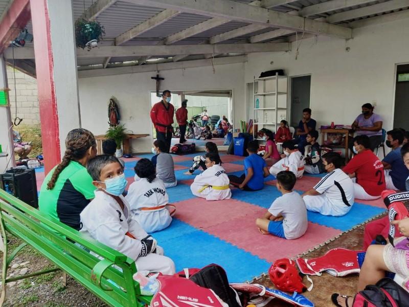 Jóvenes combinan deporte, concentración y disciplina