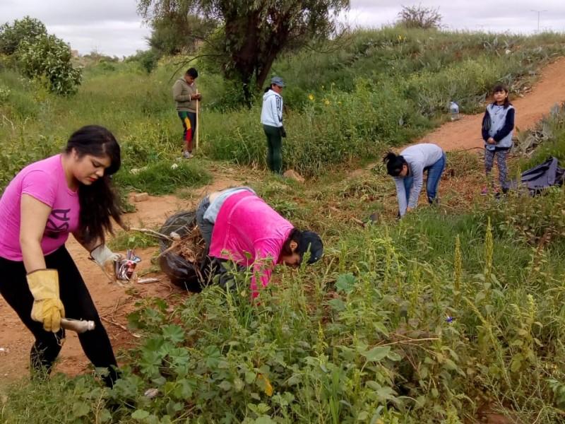 Jóvenes cuidan el medio ambiente