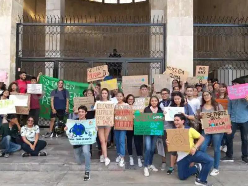Jóvenes exigen acciones a favor del medio ambiente