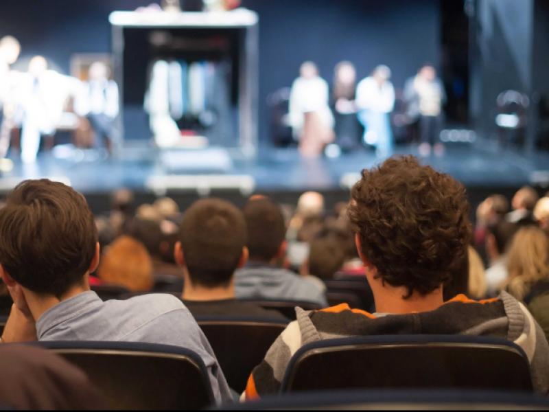 Jóvenes muestran desinterés por asistir a eventos culturales