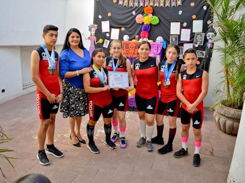 Jòvenes navojoenses campeones nacionales en Halterofilia