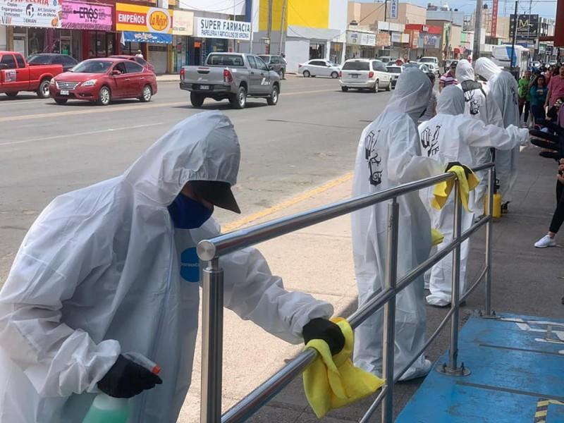 Jóvenes OGs sanitizan la ciudad
