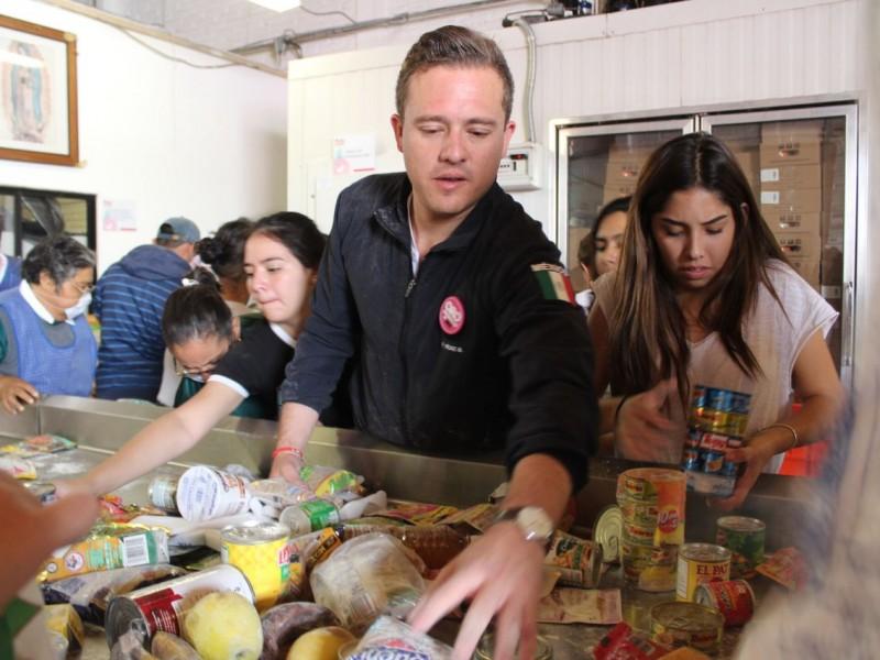 Jóvenes reúnen más de media tonelada de alimentos