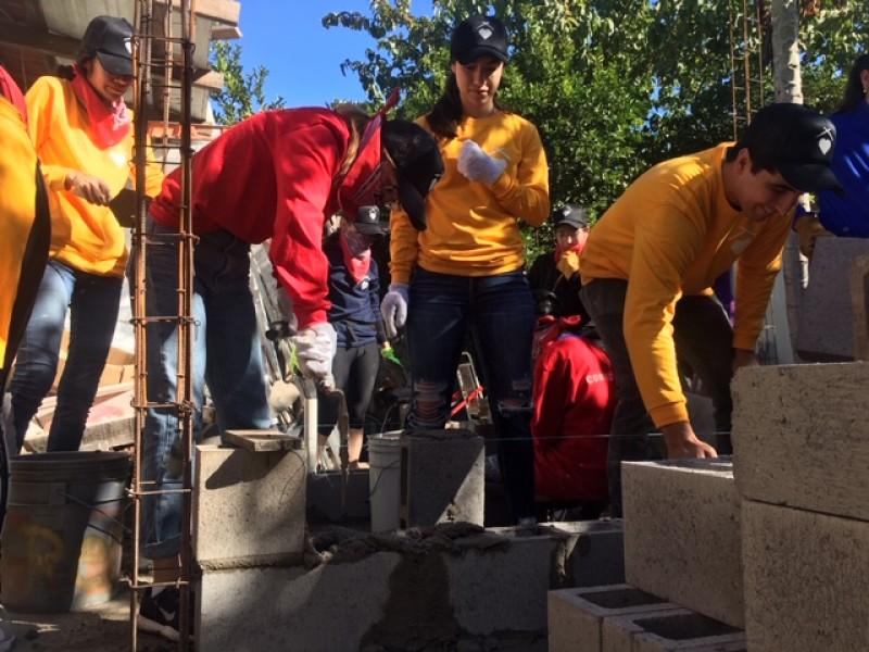 Jóvenes solidarios construyen y donan vivienda