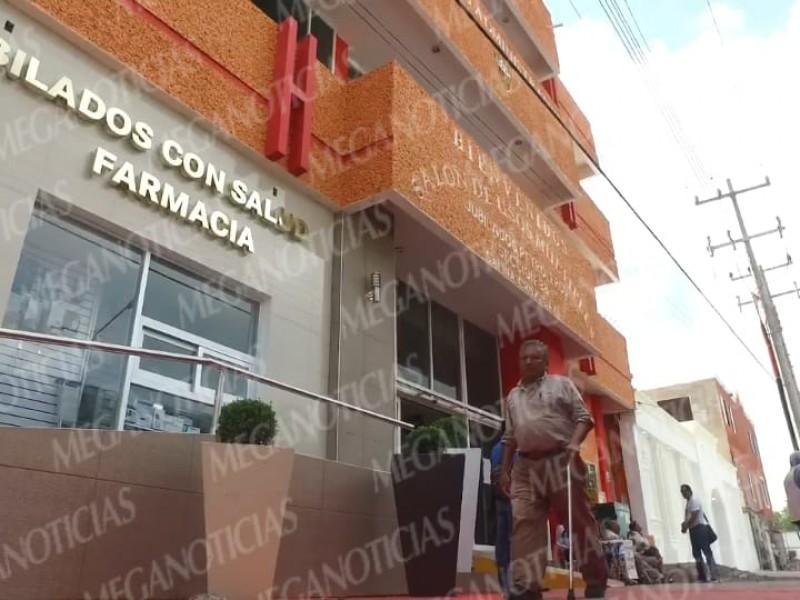 Jubilados petroleros exigen pago por 6 MDP