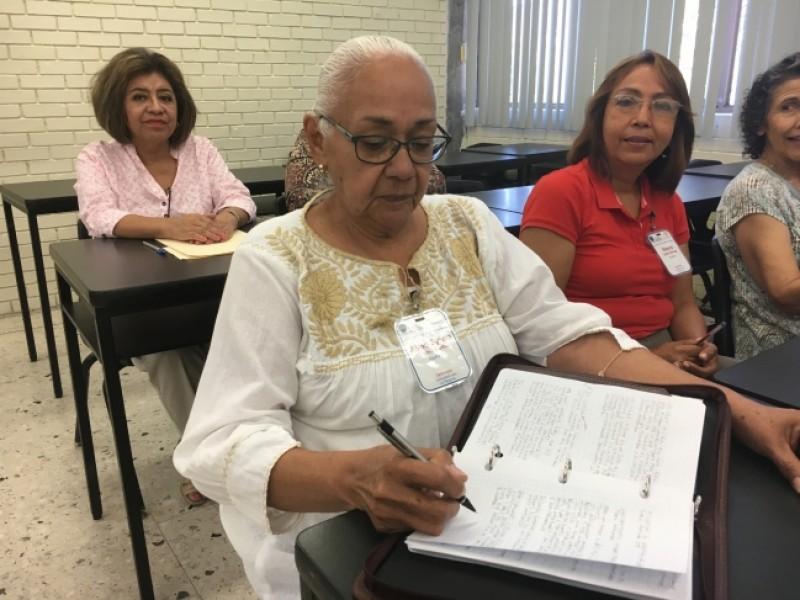 Jubilados y pensionados ISSSTE podrán estudiar licenciatura