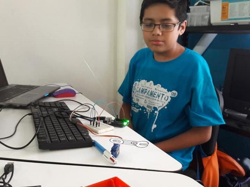 Juegan y aprenden en campamento de tecnología