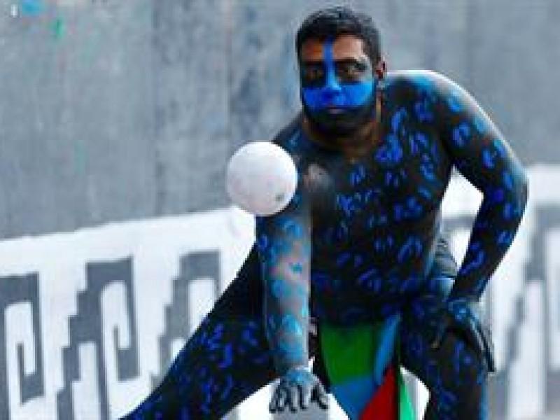 Juego de pelota mesoamericano llega al Zócalo de la CDMX