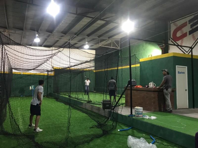 Jugadores profesionales impulsan béisbol en Guaymas con academia