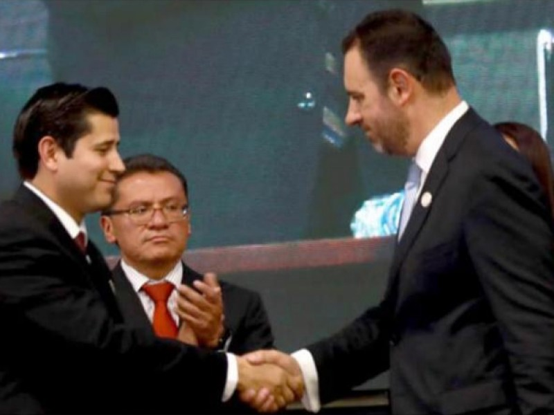 Julio César Chávez pide licencia como alcalde