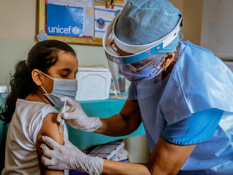 Juzgado ordena vacunar a todos los adolescentes de México