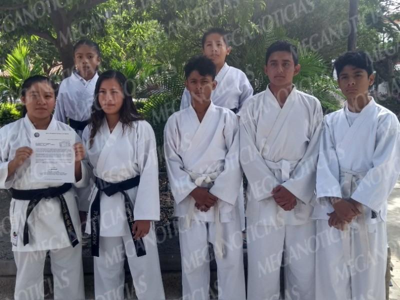 Karatekas tehuanos piden apoyo para competición nacional