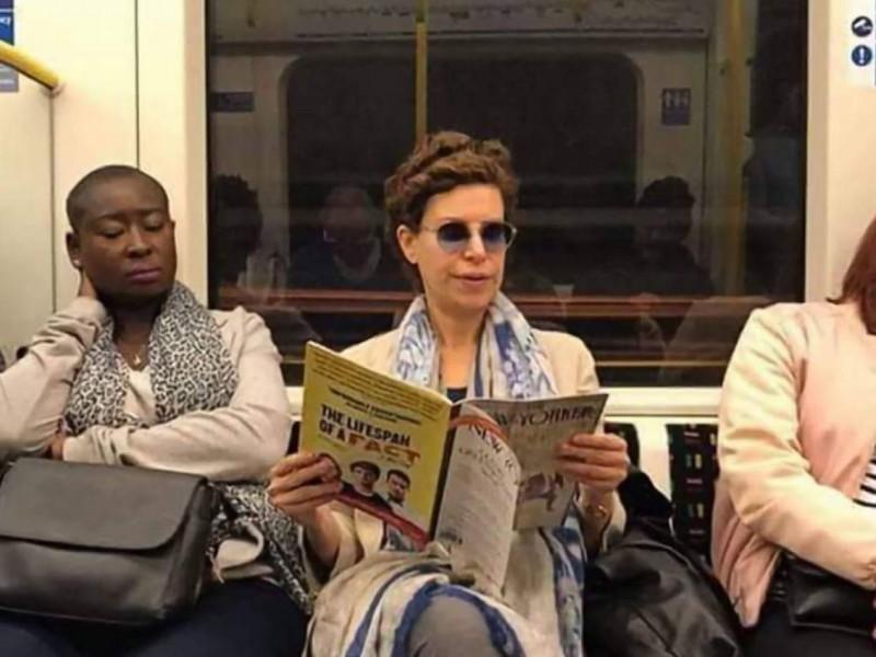 Karime Macías en el metro de Londres