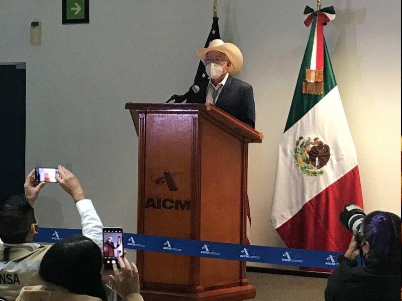Ken Salazar, embajador estadounidense, llega a territorio nacional