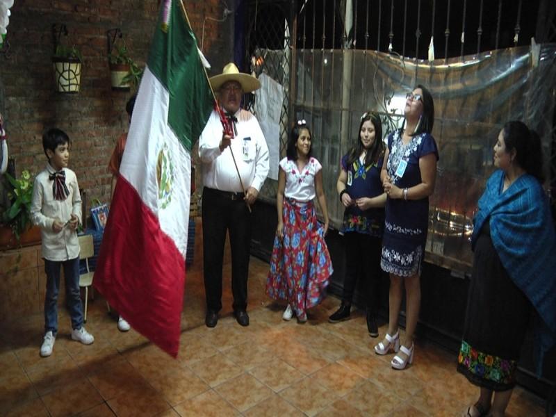 Familias zacatecanas festejan el 15 de septiembre desde sus hogares
