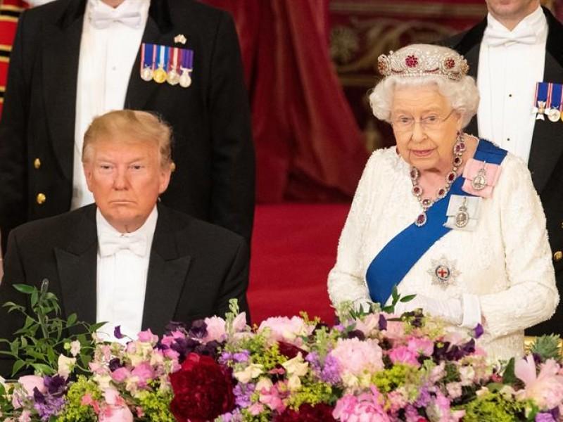 La monarquía británica recibe a Trump