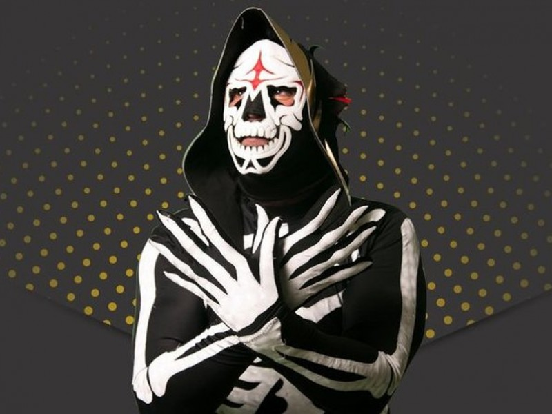 La Parka sufre grave accidente en plena lucha