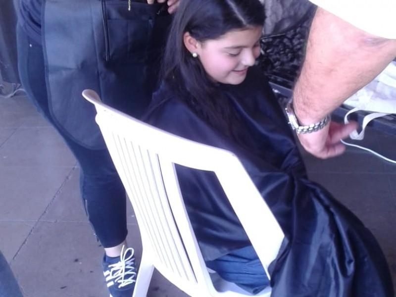 La pequeña Fernanda dona cabello para noble causa