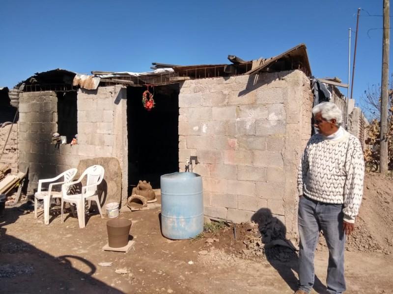 La pobreza y el frío invaden su vida