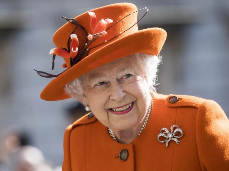 La reina Isabel II recibe la vacuna contra la COVID-19