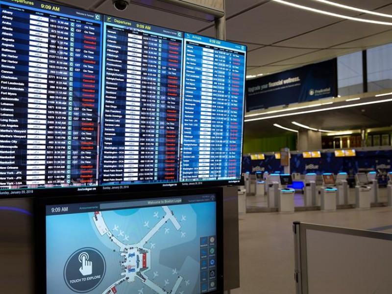 LaGuardia suspende vuelos por falta de controladores