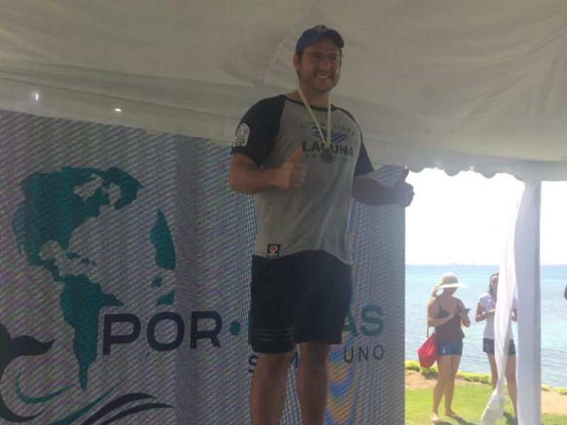 Lagunero gana competencia de natación en La Paz BCS