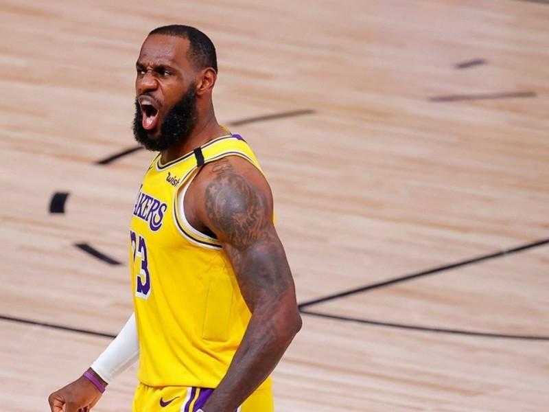 Lakers sacan ventaja de dos juegos en final de NBA