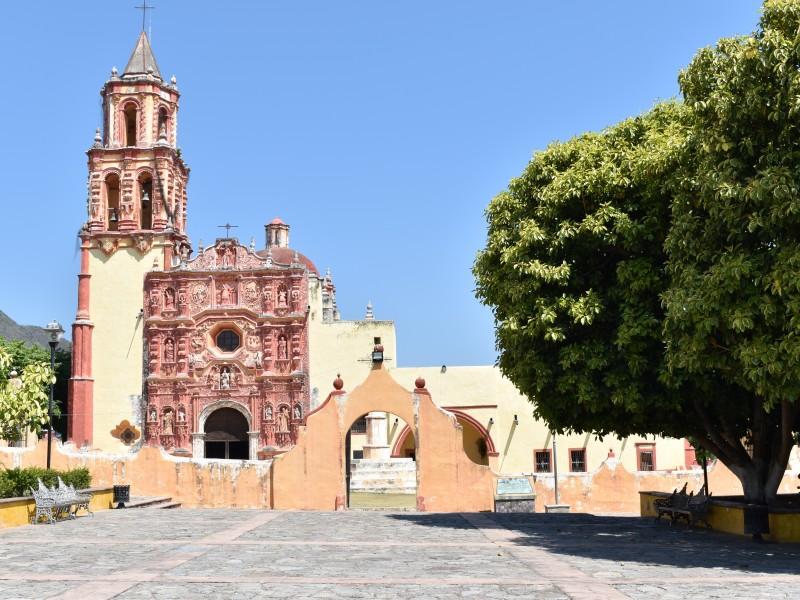 Landa de Matamoros mantiene el cierre de espacios públicos
