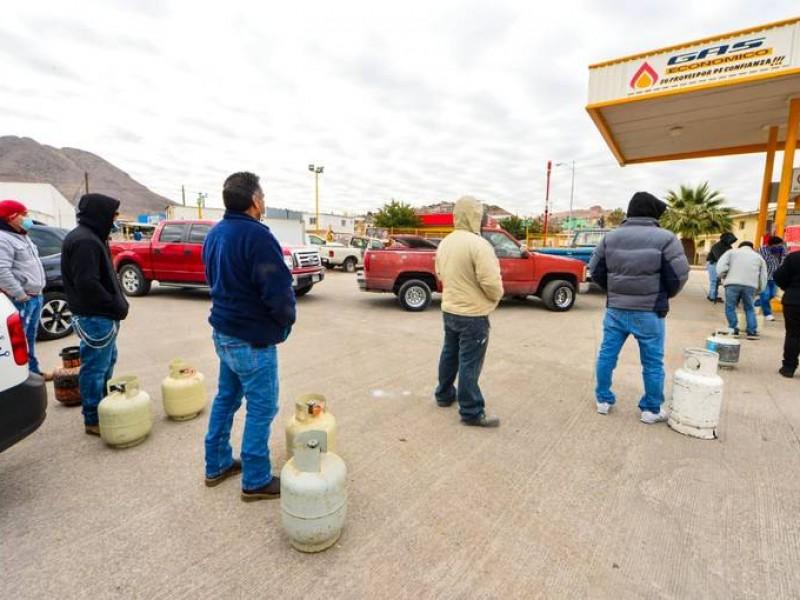 Largas filas para adquirir gas LP en Monterrey