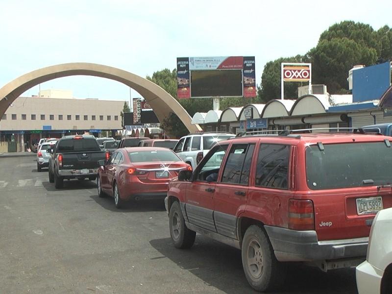 Largas filas para ingresar a Estados Unidos de automovilistas norteamericanos