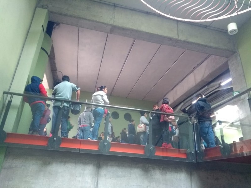 Largas filas para preinscripciones en el Gómez Morín