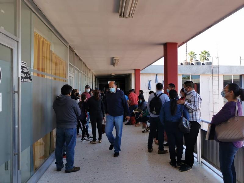 Largas filas y pésima atención en oficinas de Registro Civil